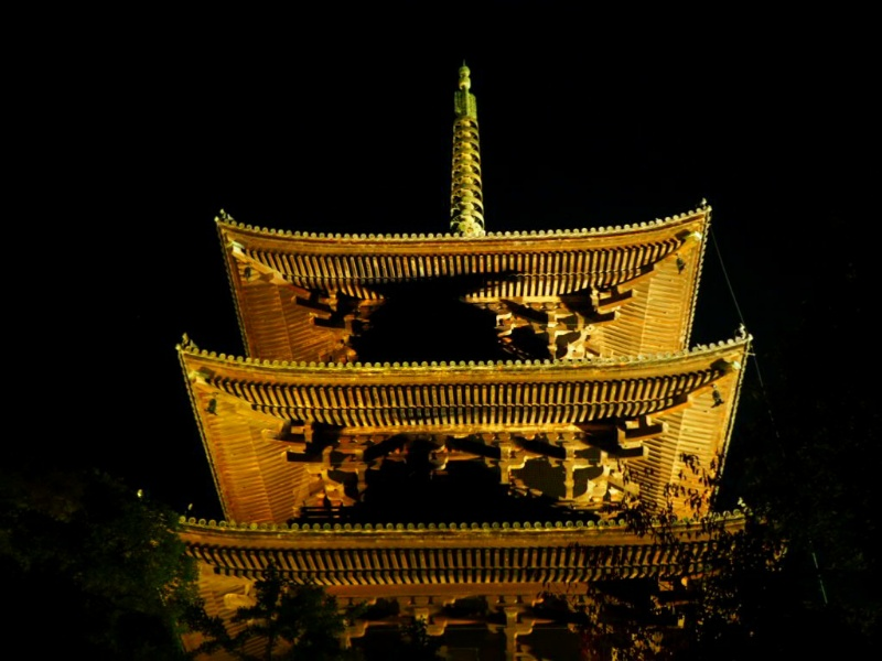 東寺の五重塔が倒れないのはあまのじゃく邪鬼が支えているから?外観とお庭は撮影可能